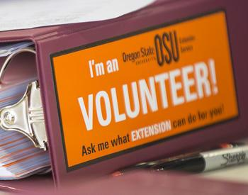 A three-ringed binder that says I am a Volunteer
