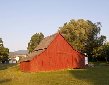 Lynn Ketchum photo of red barn