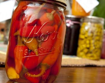 Canned peppers in glass jar (photo Lynn Ketchum)